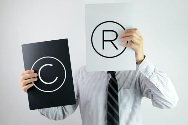 Bảo vệ logo độc quyền bằng cách đăng ký quyền tác giả.