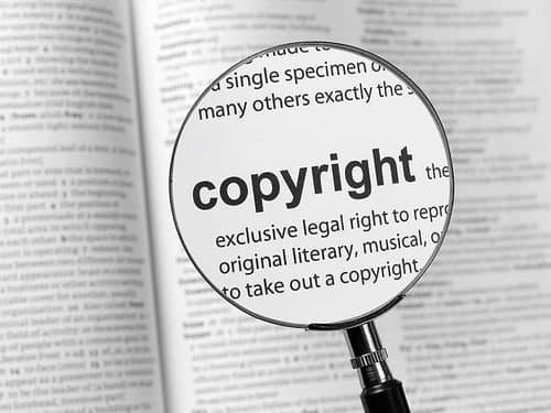 Thực hiện thủ tục đăng ký bản quyền cho tác phẩm.